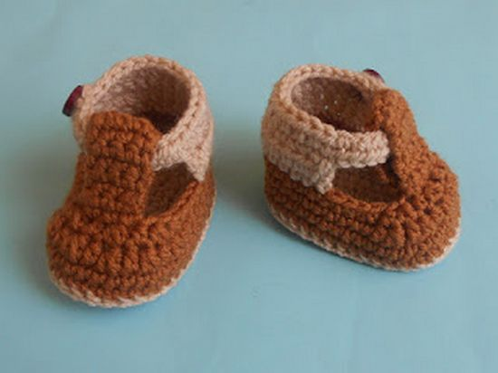 Free Crochet Baby Boy Strap Booties Pattern