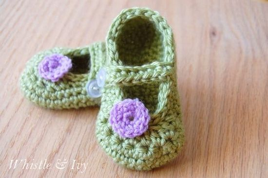 Free Crochet Little Dot Booties Pattern