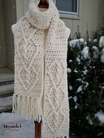 Free Crochet Hearts Entwined Chunky Scarf Pattern