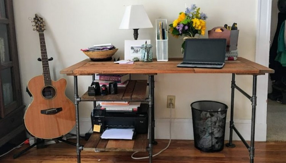 DIY Desk With Industrial Pipe