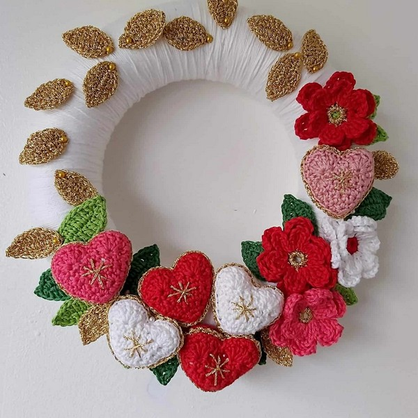 Rochet Christmas Wreath With Flowers And Hearts Pattern