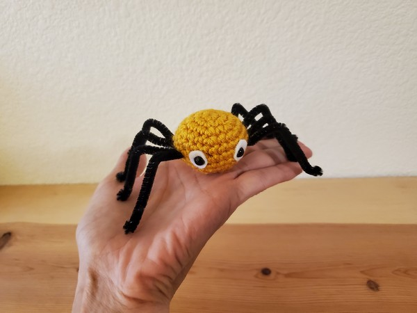Spider Pattern for Teriffying GIft